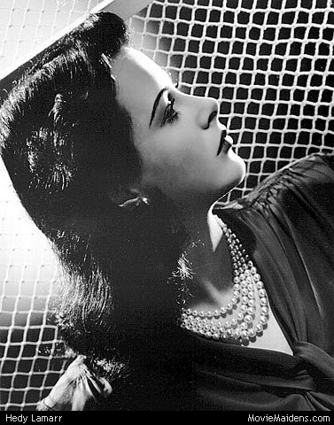 प्रतिष्ठित फिल्में वॉलपेपर possibly containing a fedora, a sign, and a chainlink fence called Hedy Lamarr