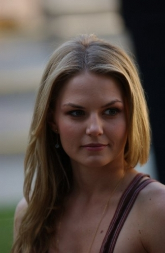 Jennifer Morrison wallpaper containing a portrait called Jennifer in Table for three as Leslie