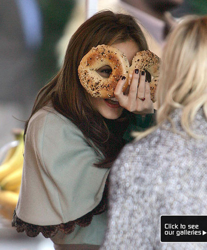 Leighton Meester wallpaper with a pretzel, a bagel, and an onion bagel titled Leighton