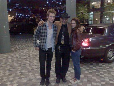 Rob & Kristen outside Rob's Hotel