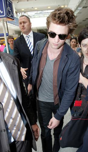 Robert Pattinson arriving in Nice - May 18