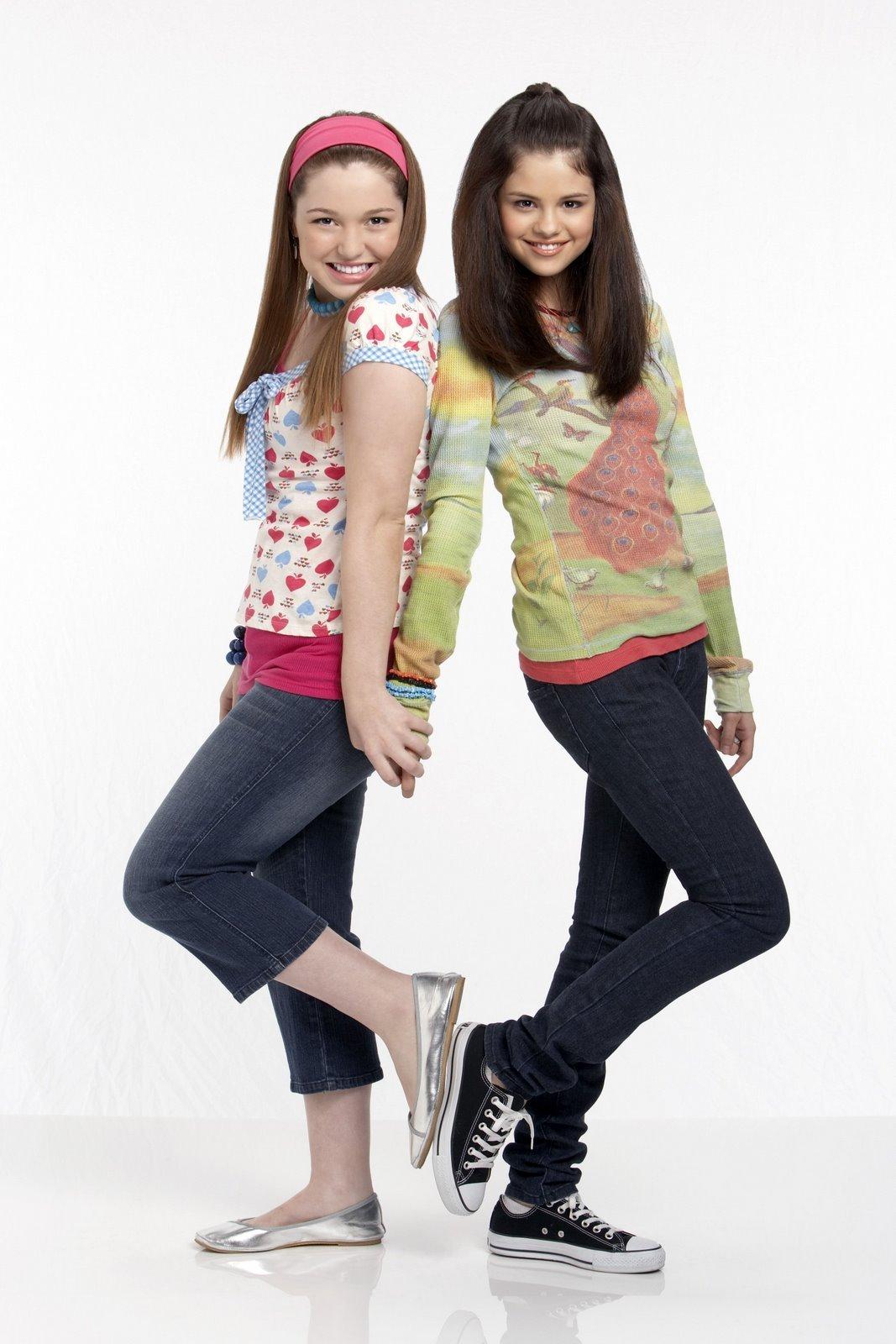 external image Selena-Gomez-and-Jennifer-Stone-celebs-6285687-1067-1600.jpg