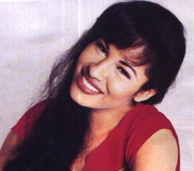 Selena Quintanilla-Pérez wallpaper containing a portrait titled Selena