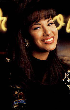 Selena Quintanilla-Pérez wallpaper possibly with a portrait entitled Selena