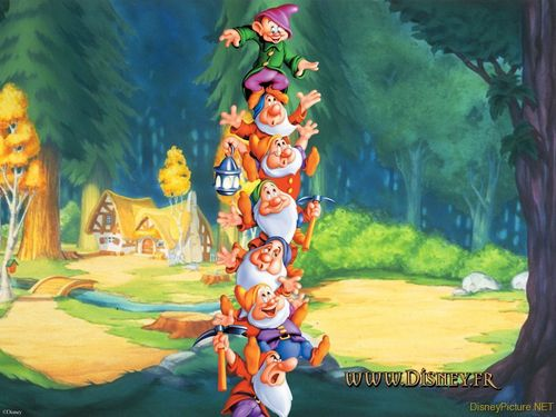 Snow White and the Seven Dwarfs achtergrond containing a totem pole called Snow White and the Seven Dwarfs achtergrond