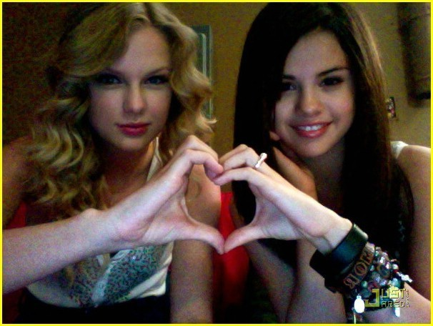 http://images2.fanpop.com/images/photos/6200000/Taylor-Swift-and-Selena-Gomez-taylor-swift-and-selena-gomez-6284473-606-456.jpg