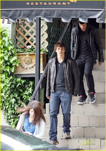 selena, Taylor, and Hutch Dano go to lunch
