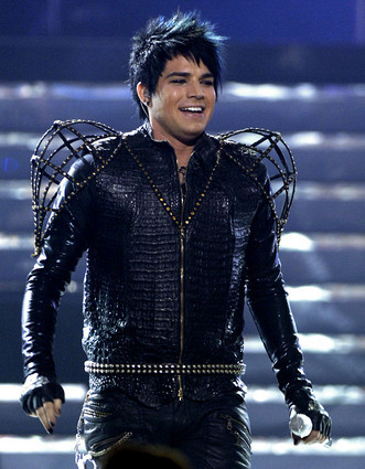 Adam Lambert dressed to perform with 吻乐队(Kiss)