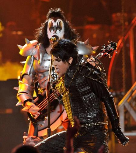 Adam Performing with 吻乐队(Kiss)