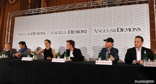 mga kerubin & Demons - Rome press conference.