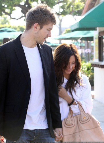 Ashley and Scott Speer lunching in Malibu - May 24