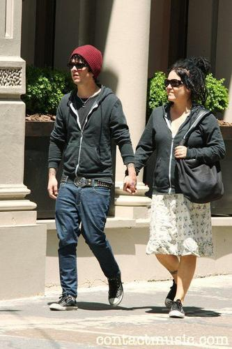 Billie Joe & Adrienne in SoHo, New York (20/5/09) - billie-joe-armstrong Photo