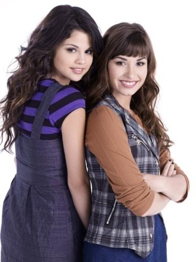 Selena gomez pics! Demi-n-Sel-selena-gomez-and-demi-lovato-6353901-384-512