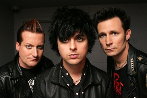http://images2.fanpop.com/images/photos/6300000/Green-Day-Mercer-Hotel-Photoshoot-green-day-6333374-512-341.jpg