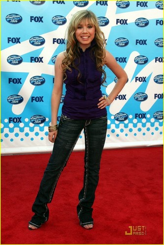 Jennette at the American Idol Season 8 finale