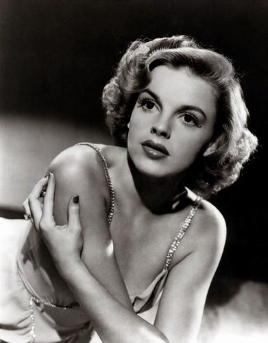 Judy Garland kertas dinding called Judy Garland