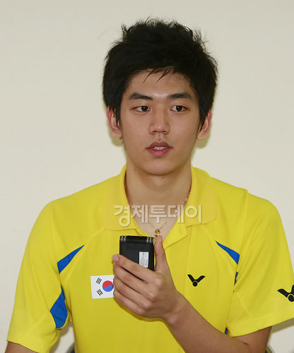 Badminton wallpaper possibly with a portrait entitled Lee Yong Dae