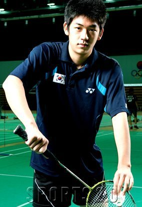 Badminton wallpaper containing a tennis racket, a tennis pro, and a tennis player entitled Lee Yong Dae