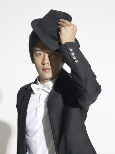 Badminton wallpaper containing a fedora titled Lee Yong Dae