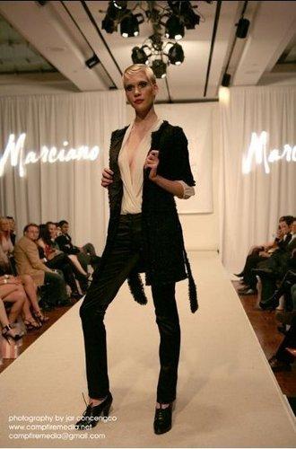 Marciano Fashion 显示