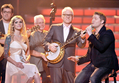 Megan and Michael sing a duet with Steve Martin at the finale