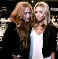 Olsen - mary-kate-and-ashley-olsen photo