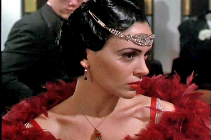 http://images2.fanpop.com/images/photos/6300000/Phoebe-charmed-6364180-720-480.jpg