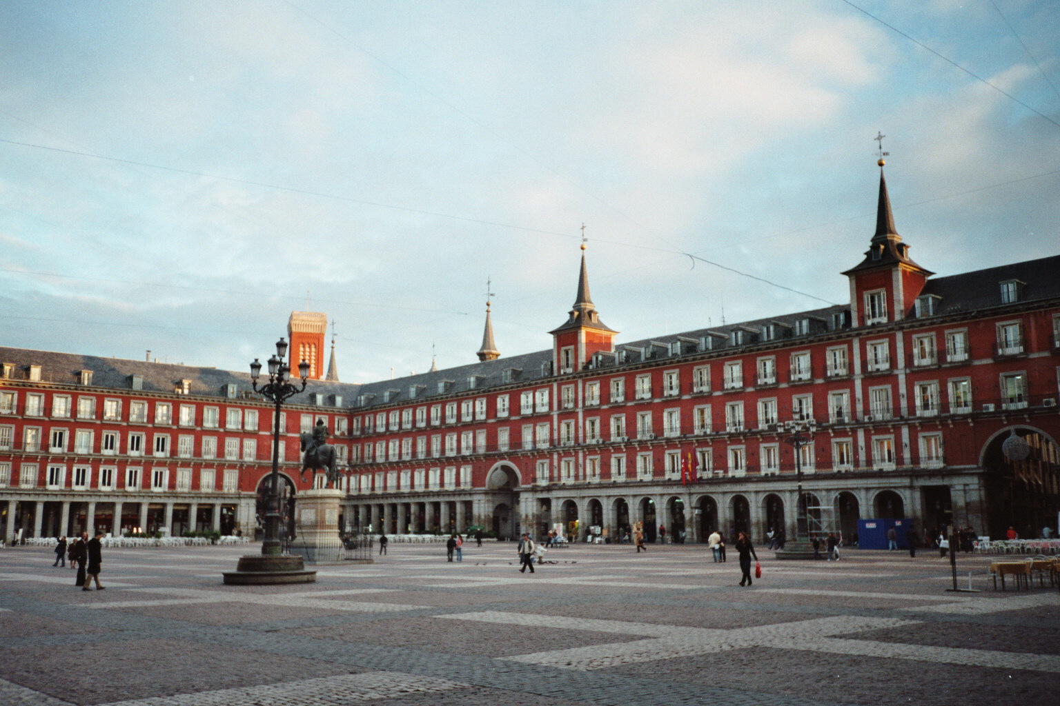 Madrid images plaza mayor madrid hd wallpaper and for Oficinas movistar madrid