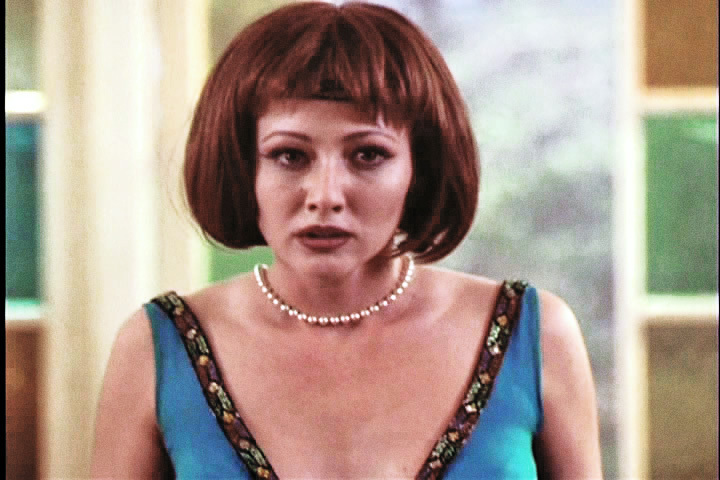 http://images2.fanpop.com/images/photos/6300000/Prue-charmed-6364253-720-480.jpg