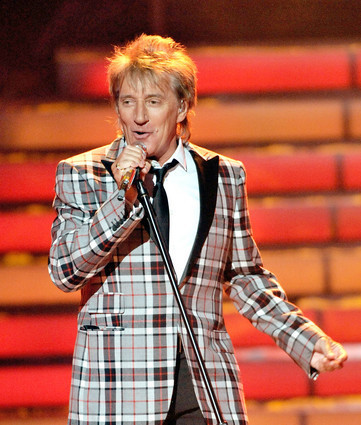 Rod Stewart performs at the finale