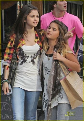 Selena Gomez & Makena Lautner Make Nice