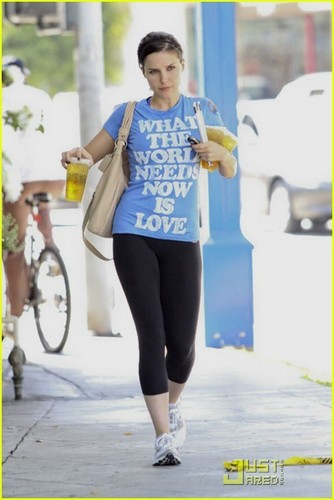 Sophia Bush: The World Needs Love!