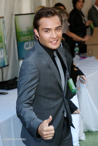 Ed Westwick fond d'écran with a business suit titled The CW Network 2009 Upfront