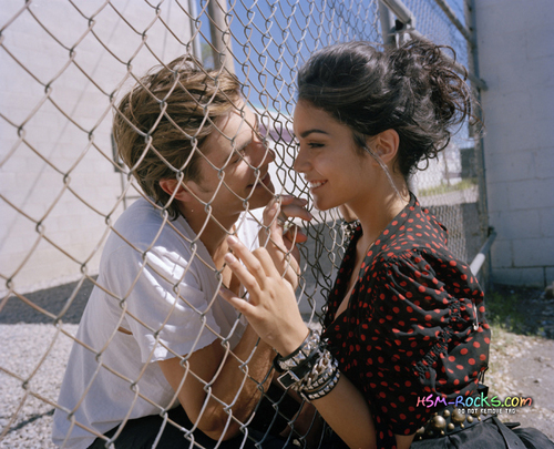 Zac Efron & Vanessa Hudgens wallpaper containing a chainlink fence called zanessa