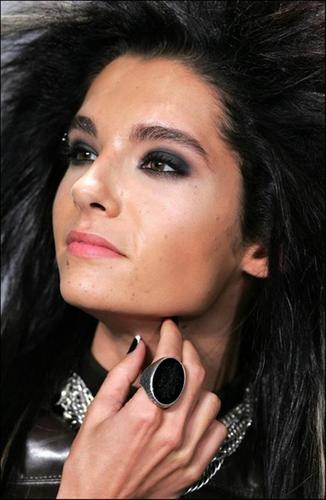 Bill Kaulitz fond d'écran probably with a portrait called *BILL*