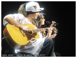 Tom & Bill Kaulitz 壁纸 containing an acoustic 吉他 and a guitarist entitled -KaulitzTwins♥