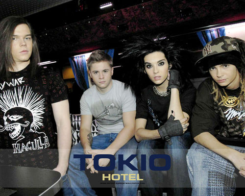 Tokio Hotel 壁紙 probably with a carriageway, a street, and a sign entitled -TokioHotel♥
