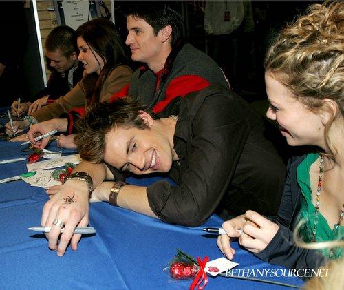 01-25-2005: FYE DVD Signing