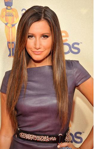 2009 MTV Movie Awards Ashley-at-the-MTV-Movies-Awards-ashley-tisdale-6494023-323-500