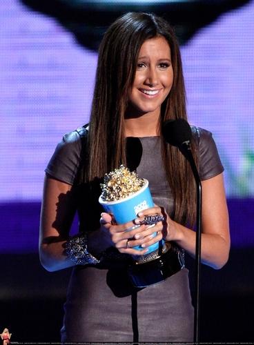 2009 MTV Movie Awards Ashley-at-the-MTV-Movies-Awards-ashley-tisdale-6494888-368-500