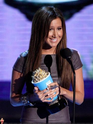 2009 MTV Movie Awards Ashley-at-the-MTV-Movies-Awards-ashley-tisdale-6494983-375-500