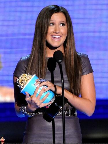 2009 MTV Movie Awards Ashley-at-the-MTV-Movies-Awards-ashley-tisdale-6495008-374-500