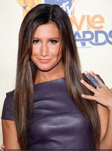 2009 MTV Movie Awards Ashley-at-the-MTV-Movies-Awards-ashley-tisdale-6495037-371-500