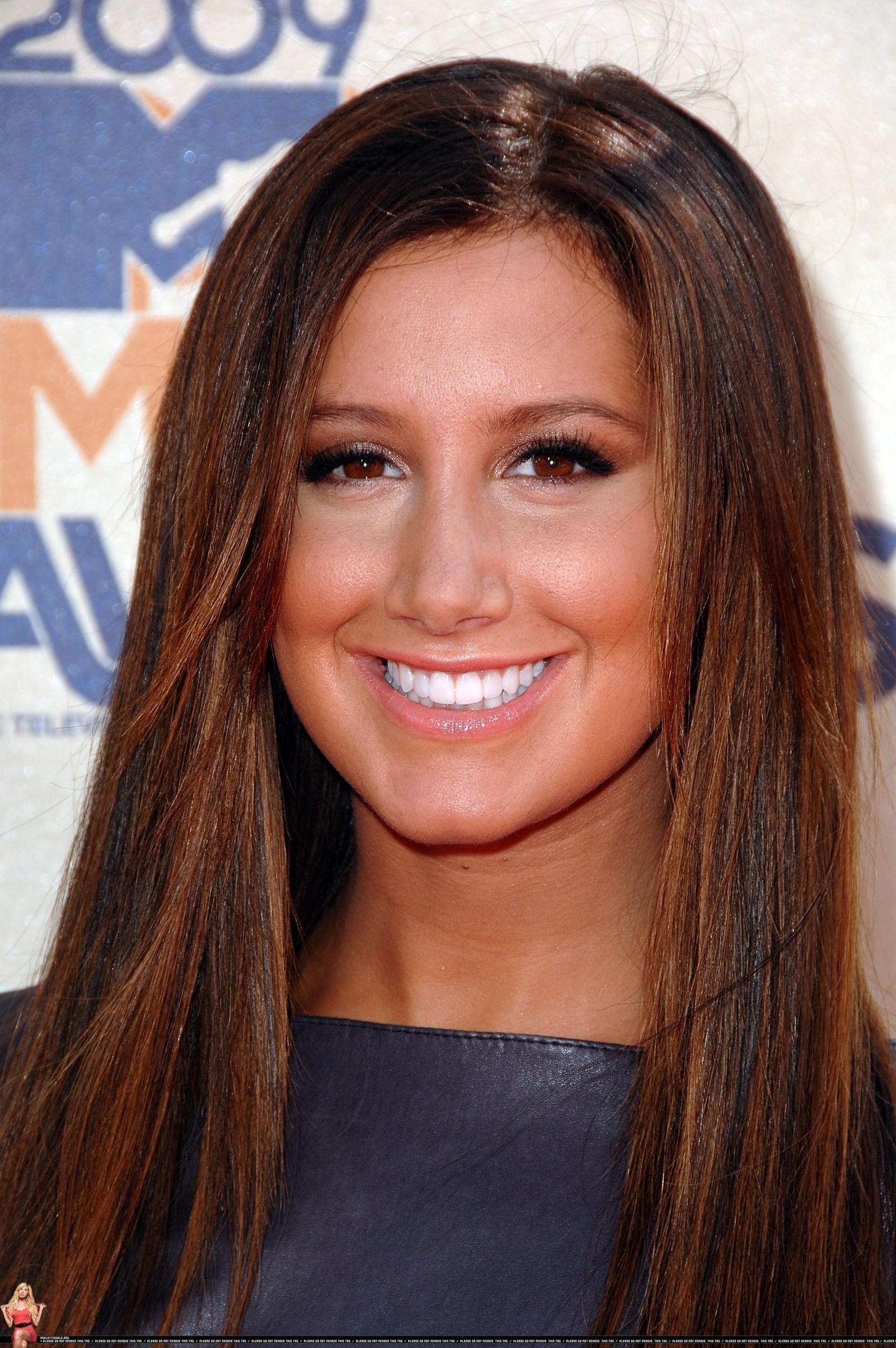 Ashley heading to the 2009 MTV Movie Award - May 31 - ashley-tisdale photo