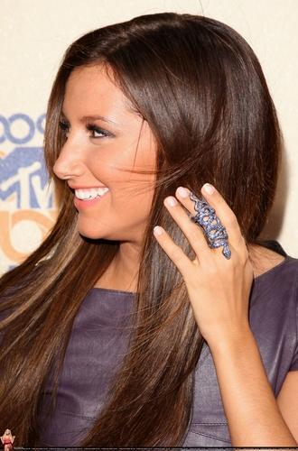 2009 MTV Movie Awards Ashley-at-the-MTV-Movies-Awards-ashley-tisdale-6495075-330-500