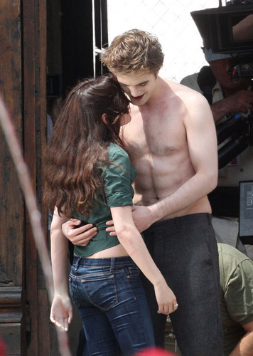 Bella & Edward Kiss