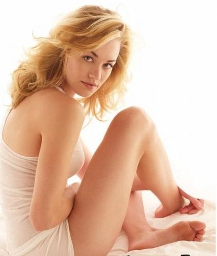 Yvonne Strahovski Hintergrund with skin titled Best Life magazine