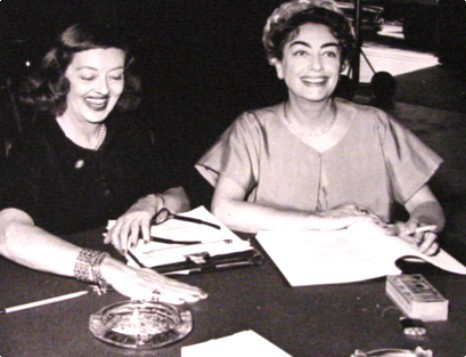phim cổ điển hình nền containing a newspaper titled Bette Davis & Joan Crawford (candid)