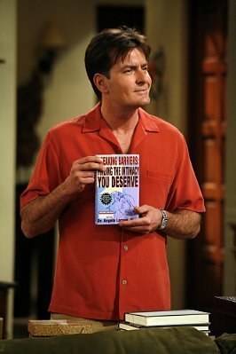 Two and a Half Men karatasi la kupamba ukuta possibly with a sign titled Charlie Sheen as Charlie Harper