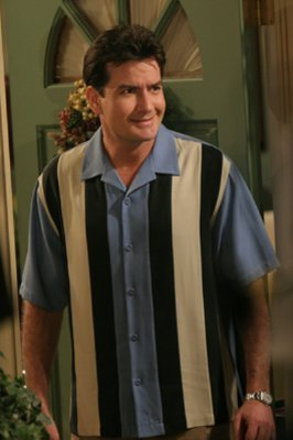 Dos hombres y medio fondo de pantalla called Charlie Sheen as Charlie Harper